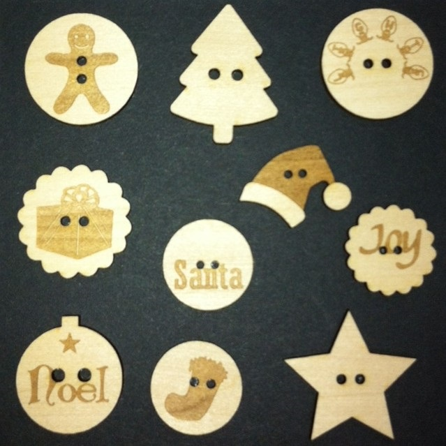 Christmas Wood Buttons (10)